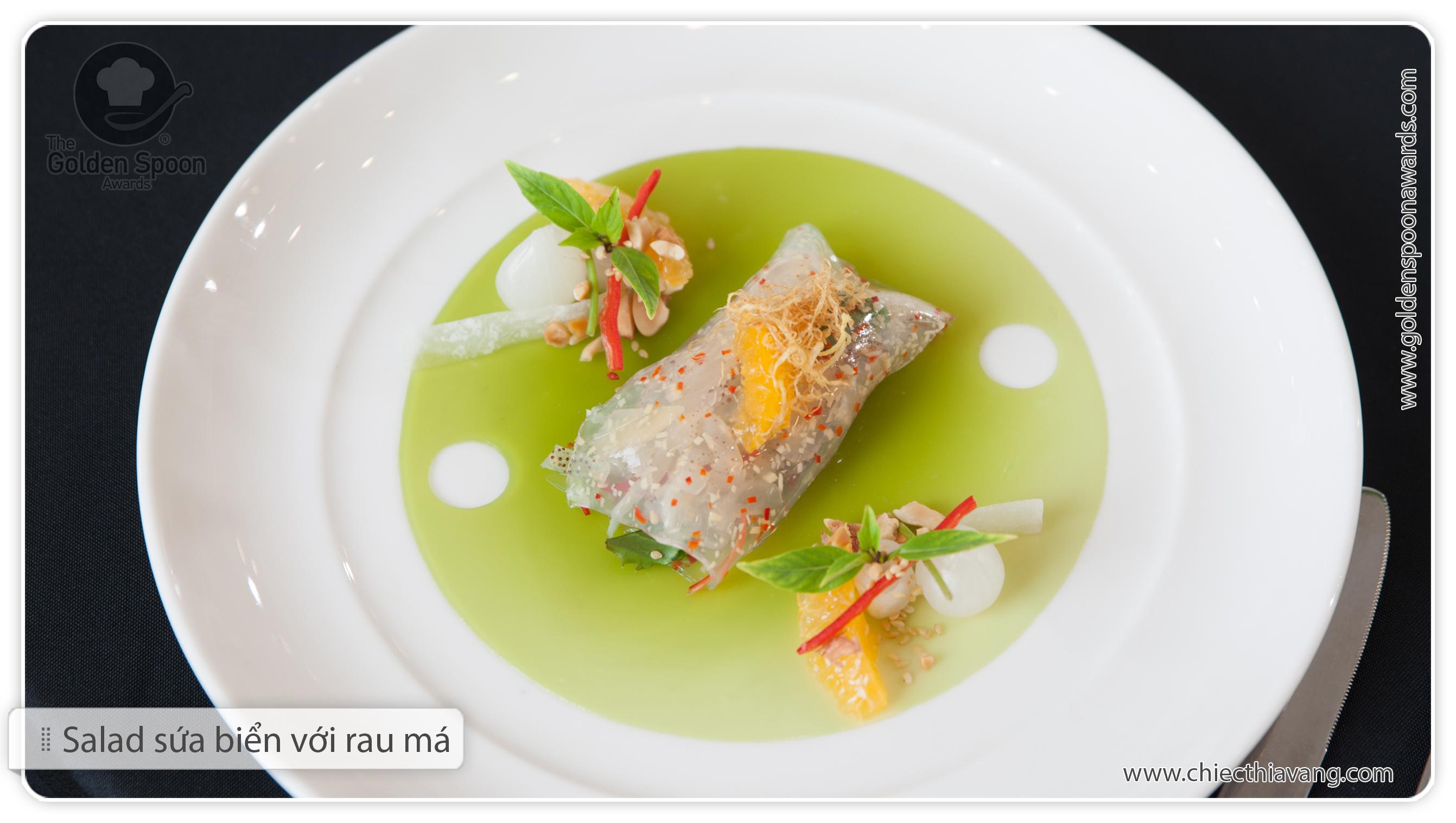 Món Salad sứa biển với rau má của đội Khách sạn Lotte Hà Nội ở vòng bán kết phía Bắc Chiếc Thìa Vàng 2015