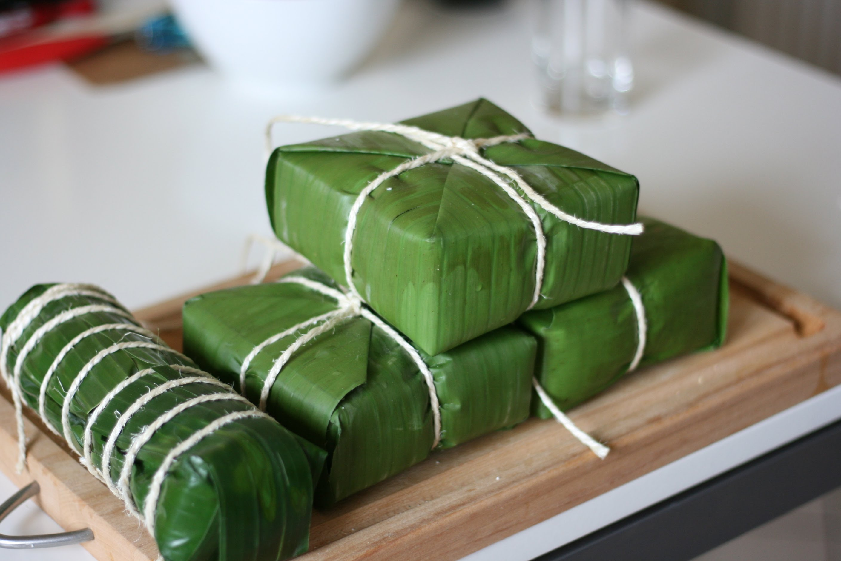 chung cake Banh chung editor's note: the recipe and vietnamese rice cakes in banana leaves bring pot of water to boil before lowering cake in.